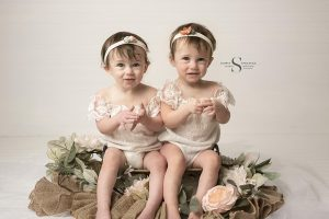 Read more about the article Cora and Madi's Cake Smash Session | Oswego NY Baby Photographer